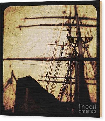 Maiden Voyage Wood Print by Andrew Paranavitana