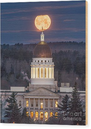 Maine State House Moon Wood Print by Benjamin Williamson