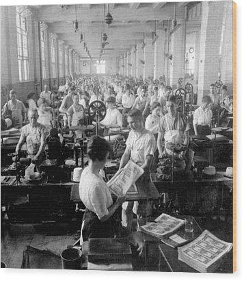 Making Money At The Bureau Of Printing And Engraving - Washington Dc - C 1916 Wood Print