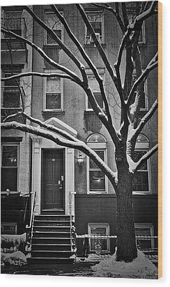 Manhattan Town House Wood Print by Joan Reese