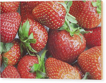 Wood Print featuring the photograph Marco View Of Strawberries by Paul Ge