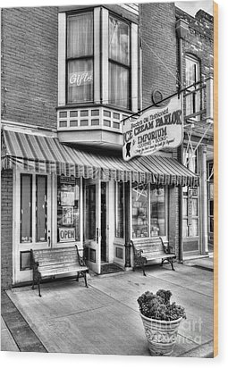 Mark Twain's Town 2 Bw Wood Print by Mel Steinhauer