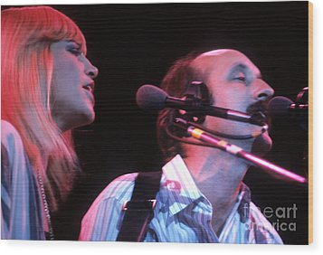 Mary Travers And Peter Yarrow Wood Print by David Bishop