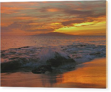 Wood Print featuring the photograph Maui Sunset Reflections by Stephen  Vecchiotti