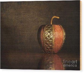 Mela In Metallo Wood Print by Mark Miller