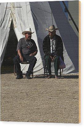 Men Talking Wood Print by Joe Kozlowski