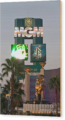Metro The Mgm Lion Wood Print by Andy Smy