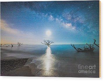 Milky Way Shore Wood Print by Robert Loe