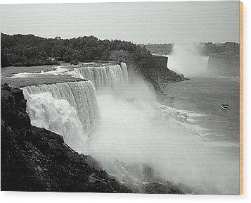Mistical Niagara Falls Wood Print
