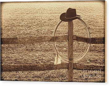 Misty Morning At The Ranch Wood Print