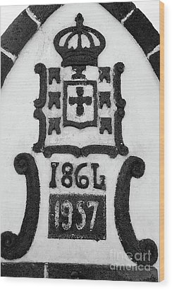 Monarchy Symbols Wood Print by Gaspar Avila