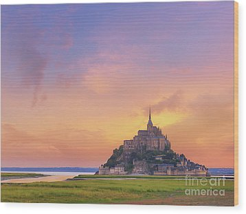Mont-saint-michel At Dawn Wood Print