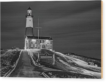 Wood Print featuring the photograph Montauk Point Lighthouse Bw by Susan Candelario