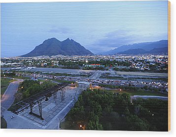 Monterrey At Dusk With Cerro De La Wood Print by Raul Touzon