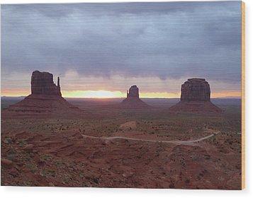 Monument Valley Sunrise Wood Print by Gordon Beck