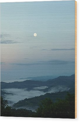 Moon Dancing With The Sea Wood Print by Gregory Young