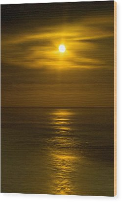 Moon Over Pacific Wood Print by Dale Stillman
