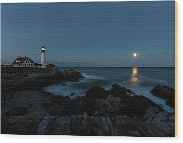 Moon Rise At Portland Headlight Wood Print
