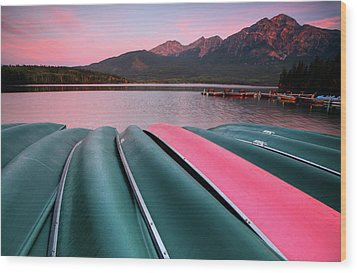 Morning View Of Pyramid Lake In Jasper National Park Wood Print by Mark Duffy