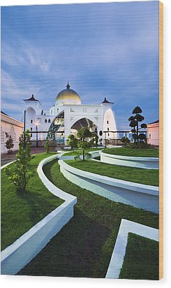 Mosque In Malaysia Wood Print by Ng Hock How