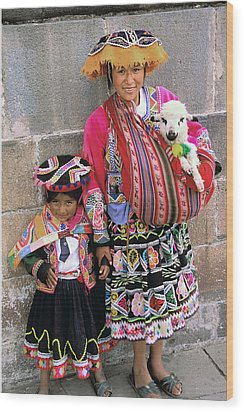 Mother Child  And Lamb Cuzco Wood Print by Alan Lenk