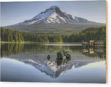 Mount Hood Reflection On Trillium Lake Wood Print by David Gn