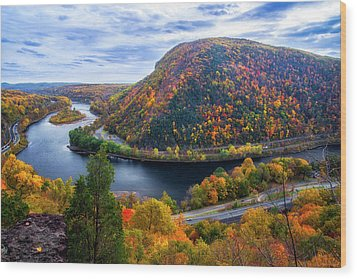 Wood Print featuring the photograph Mount Minsi by Mark Papke