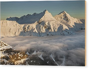 Mount Pollux And Mount Castor At Dawn Wood Print by Colin Monteath