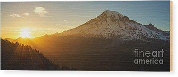 Mount Rainier Evening Light Rays Wood Print