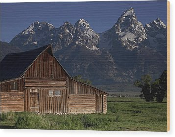 Mountain Barn Wood Print by Andrew Soundarajan