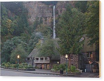Multnomah Falls Lodge Morning Wood Print
