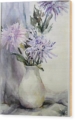 Mums In White Pitcher Wood Print by Dorothy Herron