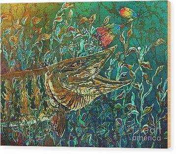 Musky- Chasin Wood Print by Sue Duda
