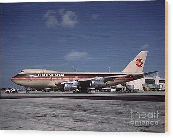 N17011, Continental Airlines, Boeing 747-143 Wood Print