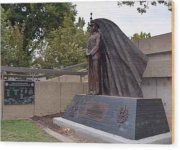 New General Vang Monument In Autumn 2015 Wood Print by James Warren