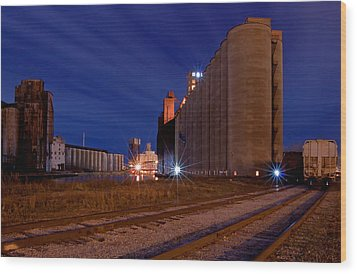 Night At Elevator Alley Wood Print by Don Nieman