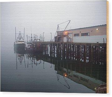 Night Fog Along The Dock Wood Print by Bob Orsillo