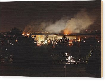 Night View Of The Pentagon Wood Print by Everett