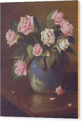 Nine Roses In Blue And White Vase Wood Print by David Olander