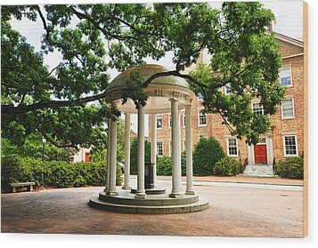 North Carolina A Student's View Of The Old Well And South Building Wood Print by Replay Photos