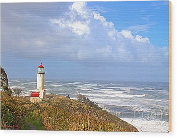 North Head Lighthouse Wood Print by Larry Keahey