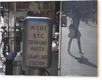 Nyc Drinking Water Wood Print by Rob Hans