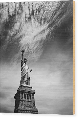 Nyc Miss Liberty Wood Print by Nina Papiorek