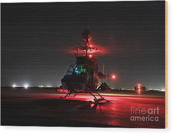 Oh-58d Kiowa Pilots Run Wood Print by Terry Moore