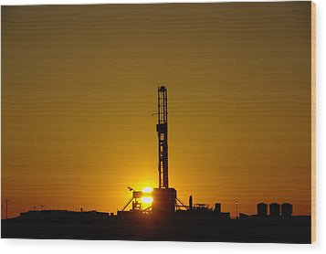 Oil Rig Near Killdeer In The Morn Wood Print by Jeff Swan
