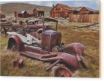 Old Cars Bodie Wood Print by Garry Gay