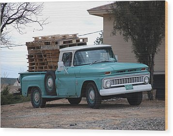 Old Chevy Wood Print by Rob Hans