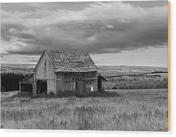 Wood Print featuring the photograph Old Country Barn by Gary Smith
