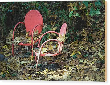 Old Empty Chairs Wood Print by Gwyn Newcombe