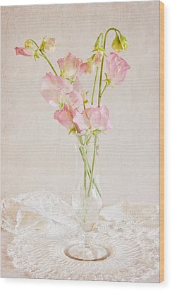 Old Fashioned Sweet Peas Wood Print by Sandra Foster